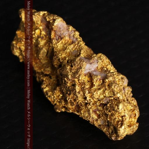 8.19gの複雑で多彩な表面の縦長の自然金-G0447-11