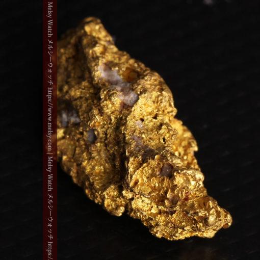 8.19gの複雑で多彩な表面の縦長の自然金-G0447-12