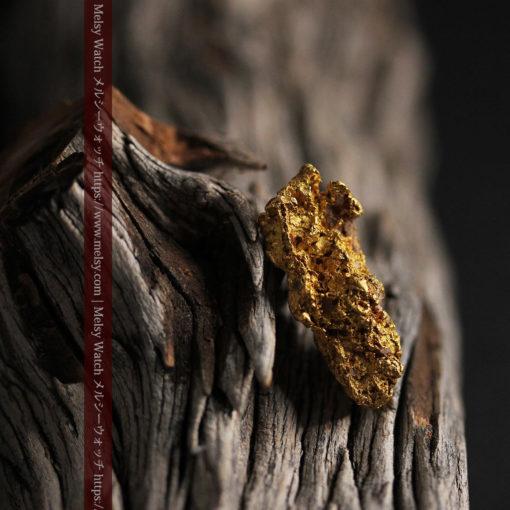 8.19gの複雑で多彩な表面の縦長の自然金-G0447-2