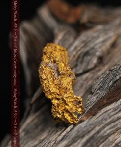 8.19gの複雑で多彩な表面の縦長の自然金-G0447-3