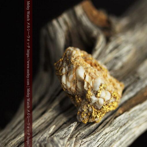 14.32gのまだら模様のように石英と金が入り組んでいる自然金-G0455-7