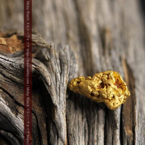 4.5gの細長い三角で複雑な深みのある形の自然金-G0462-1