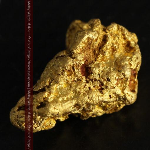 4.5gの細長い三角で複雑な深みのある形の自然金-G0462-13