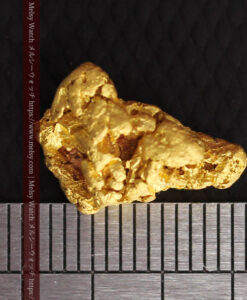 4.5gの細長い三角で複雑な深みのある形の自然金-G0462-15