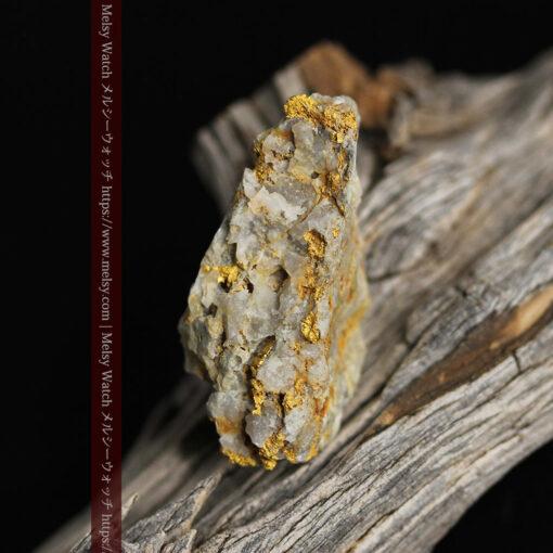 14.9gの石英の中に入り混じる特殊な姿の自然金-G0474-16