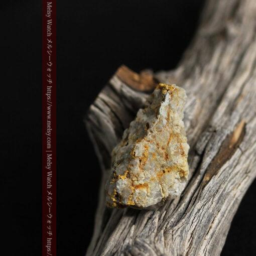 14.9gの石英の中に入り混じる特殊な姿の自然金-G0474-17