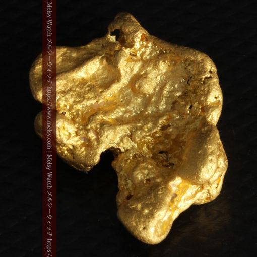9.89gの自然金らしい丸みと厚みのある自然金-G0243-12