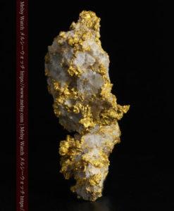 33.53gの雪化粧のような石英の結晶に覆われた美しい自然金-G0244-3