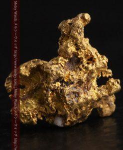 1.38gの鉱物らしさを楽しむ小さな自然金-g0259-1