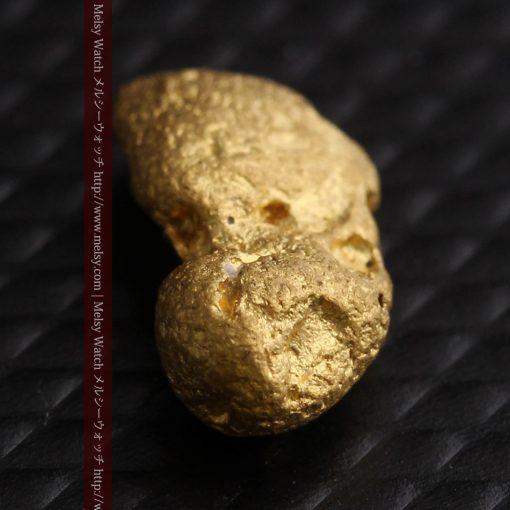 1.48gの豆のような形をした小さな自然金-g0263-10