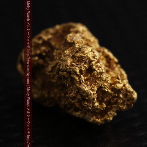 1.91gの座った犬のような形をしている自然金-g0264-10