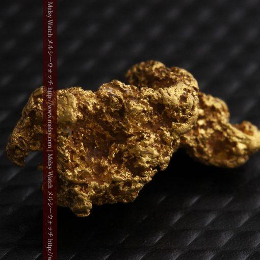 1.91gの座った犬のような形をしている自然金-g0264-5
