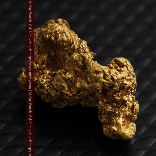 1.91gの座った犬のような形をしている自然金-g0264-6
