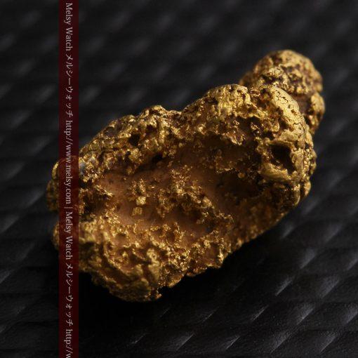 1.91gの座った犬のような形をしている自然金-g0264-7