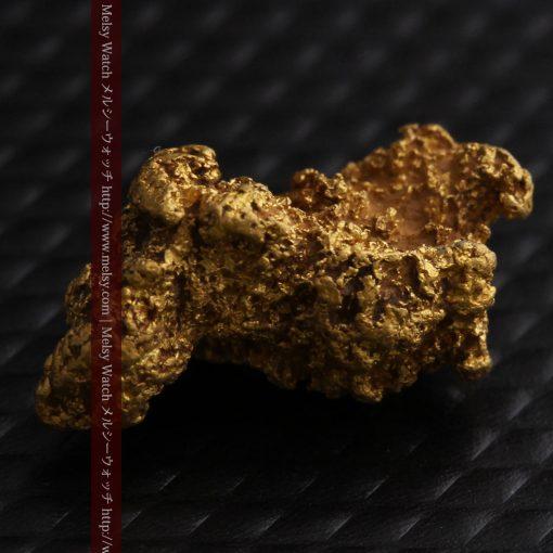 1.91gの座った犬のような形をしている自然金-g0264-8