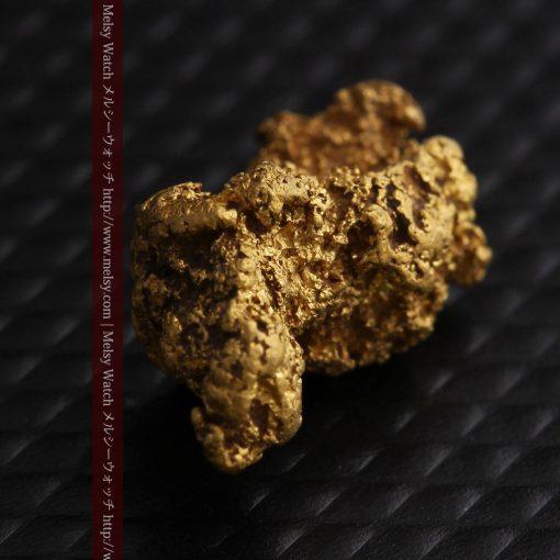 1.91gの座った犬のような形をしている自然金-g0264-9