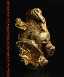 2.35gの芸術作品のような個性的な形をしている自然金-g0265-2