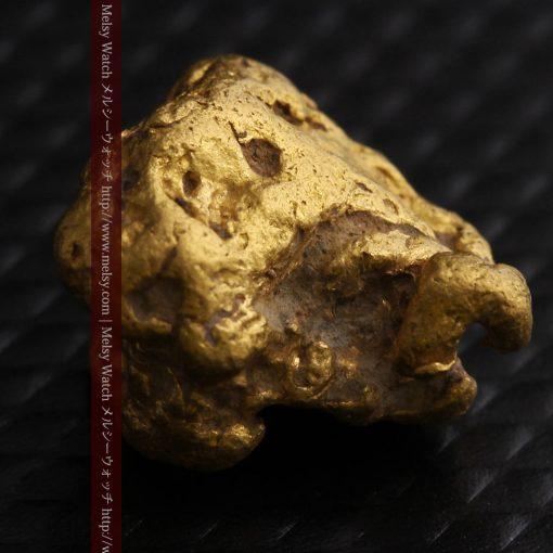 4.1gの小粒ながら重量感も楽しめる自然金-g0266-10