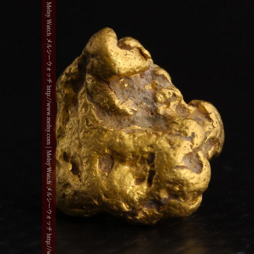 4.1gの小粒ながら重量感も楽しめる自然金-g0266-3