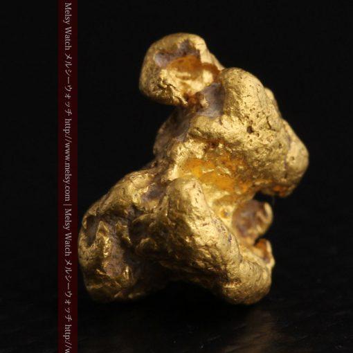4.1gの小粒ながら重量感も楽しめる自然金-g0266-4