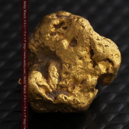 4.1gの小粒ながら重量感も楽しめる自然金-g0266-6