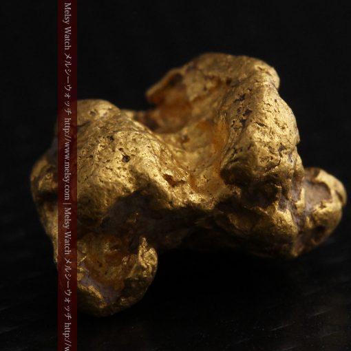 4.1gの小粒ながら重量感も楽しめる自然金-g0266-8