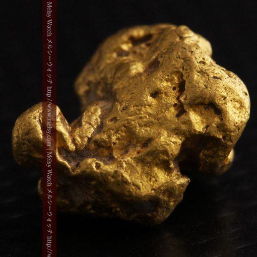 4.1gの小粒ながら重量感も楽しめる自然金-g0266-9