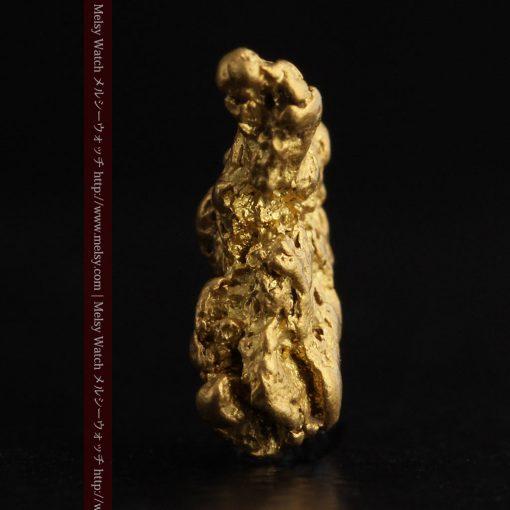 2.26gのねずみ・兎のような形の自然金-g0270-3