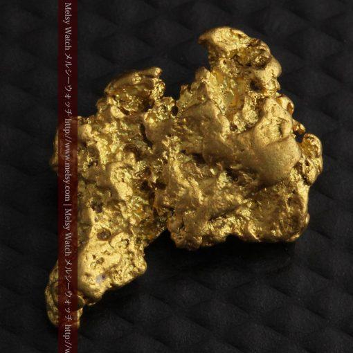 2.26gのねずみ・兎のような形の自然金-g0270-5