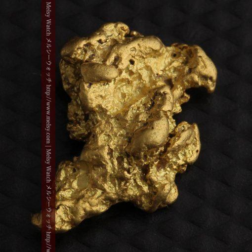 2.26gのねずみ・兎のような形の自然金-g0270-8