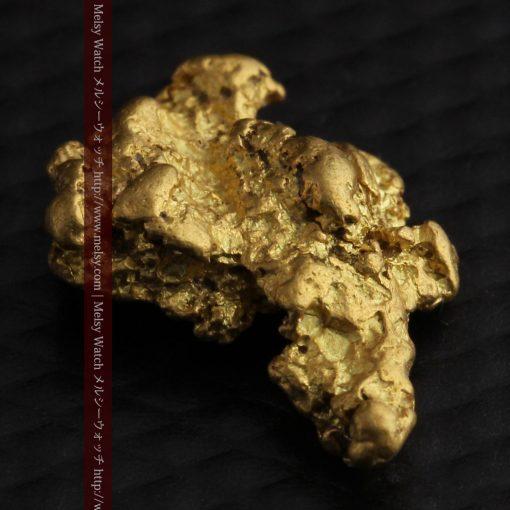 2.26gのねずみ・兎のような形の自然金-g0270-9