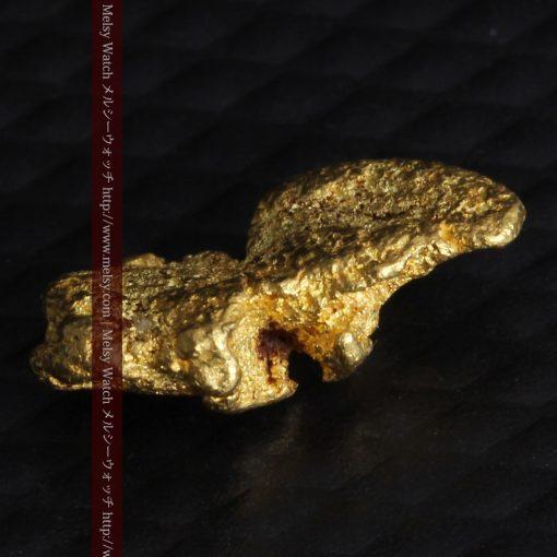 1.14gの縦長で小粒の自然金-g0275-6