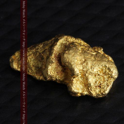 1.14gの縦長で小粒の自然金-g0275-9