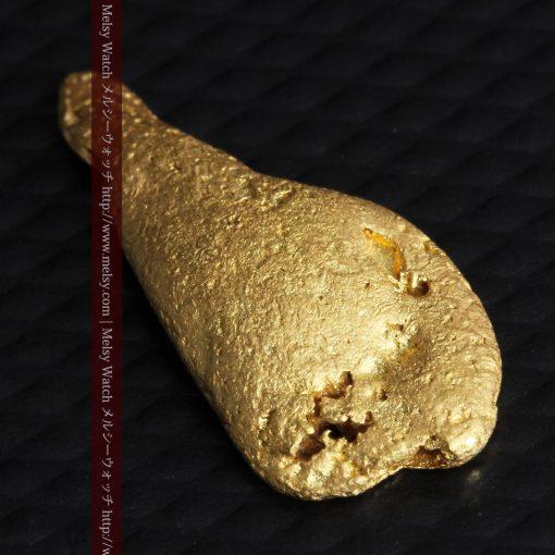 2.45gの瓢箪のような形の愛嬌ある自然金-G0278-10