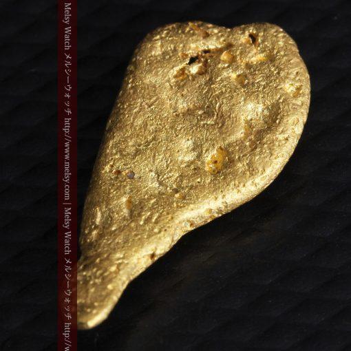2.45gの瓢箪のような形の愛嬌ある自然金-G0278-5