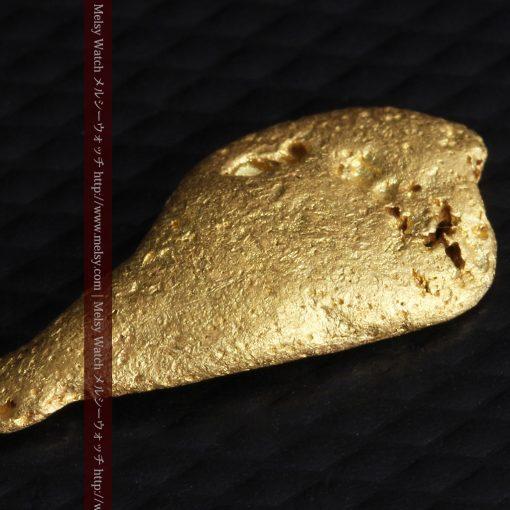 2.45gの瓢箪のような形の愛嬌ある自然金-G0278-9