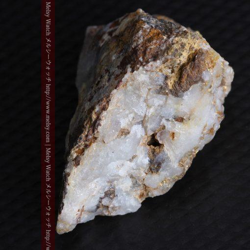 8.11gの三角錐状に先端の尖った金鉱石-g0293-10