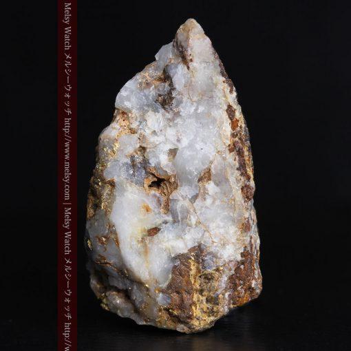 8.11gの三角錐状に先端の尖った金鉱石-g0293-3