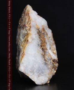 8.11gの三角錐状に先端の尖った金鉱石-g0293-4
