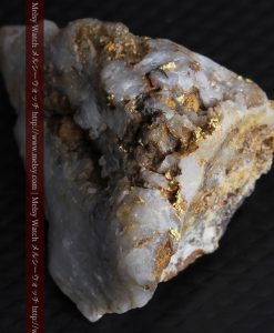 68.11gの三角錐状に先端の尖った金鉱石-g0293-6