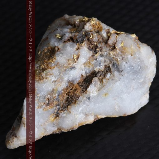 8.11gの三角錐状に先端の尖った金鉱石-g0293-7