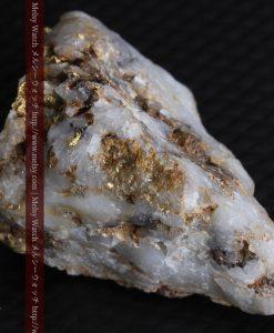 8.11gの三角錐状に先端の尖った金鉱石-g0293-8