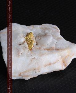 16.91gの大きな石英の中央に鎮座する自然金-g0298-10