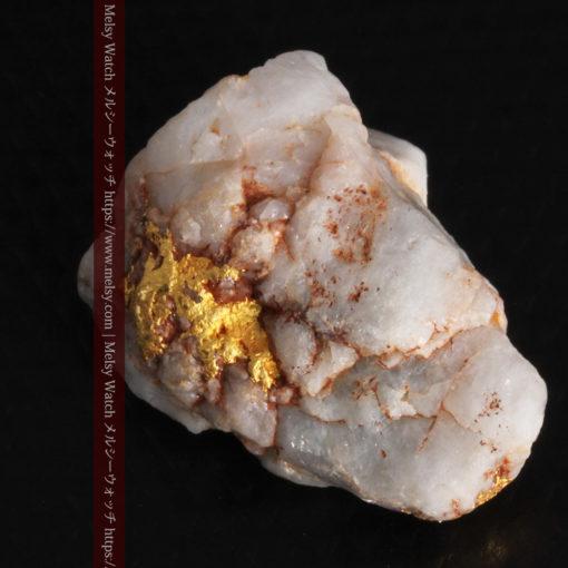 5.34gの石英の中に見える大きな粒と小さな粒の自然金-G0306-10