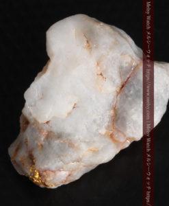 5.34gの石英の中に見える大きな粒と小さな粒の自然金-G0306-12