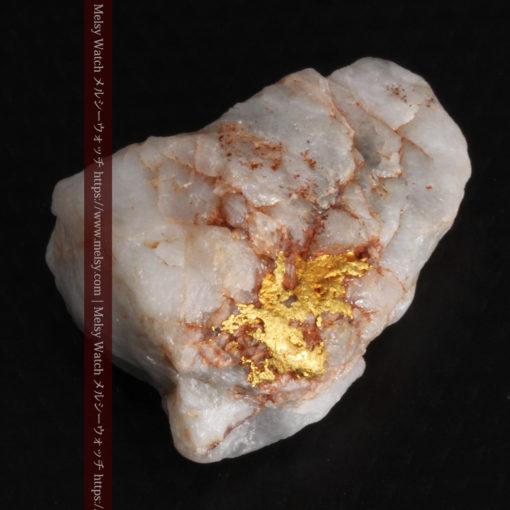 5.34gの石英の中に見える大きな粒と小さな粒の自然金-G0306-7