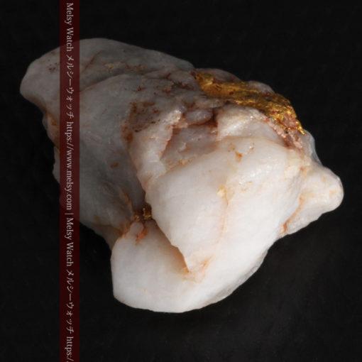 5.34gの石英の中に見える大きな粒と小さな粒の自然金-G0306-8