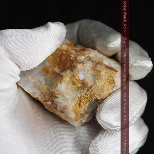 72gの巨大な石英に存在する自然なままの姿の自然金-G0308-17
