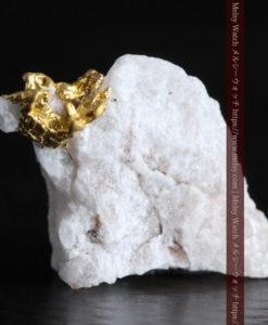 1.08gの粒子のような繊細な石英と自然金-G0322-2