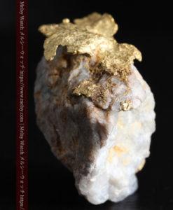 12.03gの非常に珍しいリーフ状のゴールドを冠した石英と自然金-G0327-10